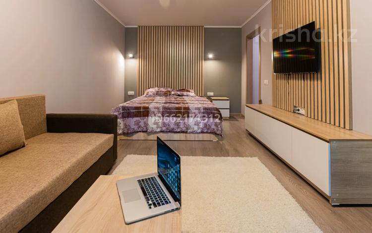 1-комнатная квартира, 33 м², 2/5 этаж помесячно, Туркебаева 246 за 200 000 〒 в Алматы, Бостандыкский р-н
