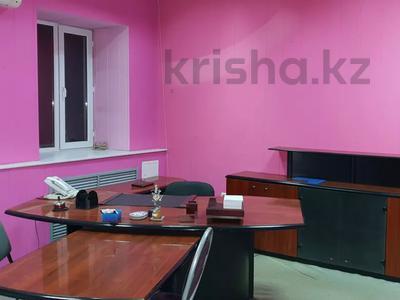 Здание, площадью 1057 м², Жанибекова за 180 млн 〒 в Караганде, Казыбек би р-н — фото 2