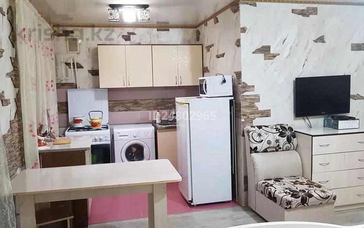 1-комнатная квартира, 35 м², 2/5 этаж посуточно, Пр. Абая 50 — ул. Панфилова за 10 000 〒 в