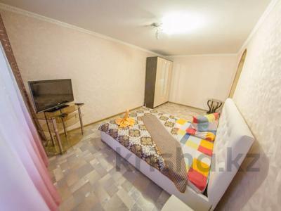 1-комнатная квартира, 35 м², 1/5 этаж посуточно, Сабита Муканова 72 — Ауэзова за 5 500 〒 в Петропавловске — фото 2