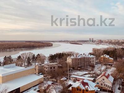 1-комнатная квартира, 55 м², 11/11 этаж посуточно, Исиналиева 1 — Ленина за 10 000 〒 в Павлодаре