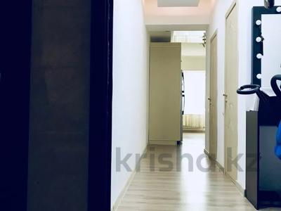 3-комнатная квартира, 80 м², 1/3 этаж, Наурызбайский р-н, мкр Таусамалы за 30 млн 〒 в Алматы, Наурызбайский р-н — фото 11