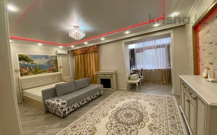 2-комнатная квартира, 100 м², 2/5 этаж, Абулхаир хана 171 за 35.5 млн 〒 в Уральске
