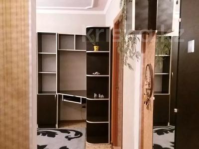 2-комнатная квартира, 46 м², 3/4 этаж посуточно, Проспект Абая — Байзак батыра за 7 000 〒 в Таразе