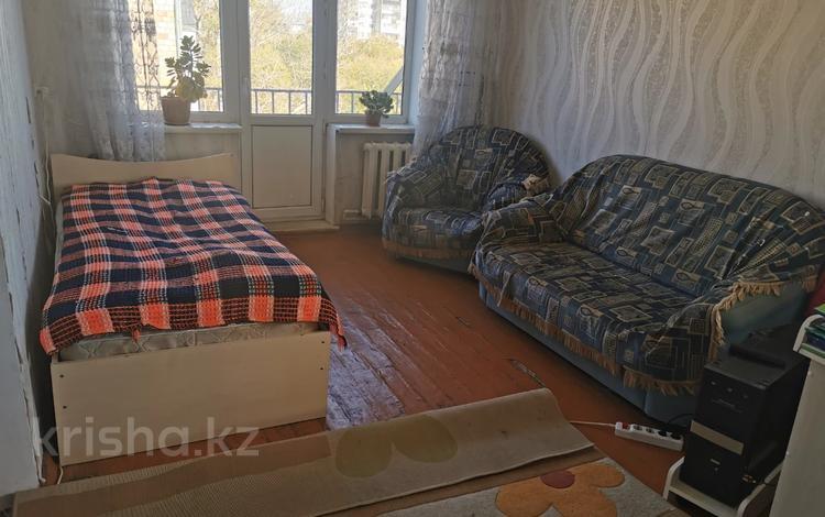 1-комнатная квартира, 33 м², 5/5 этаж, проспект Нуркена Абдирова за ~ 8.3 млн 〒 в Караганде, Казыбек би р-н