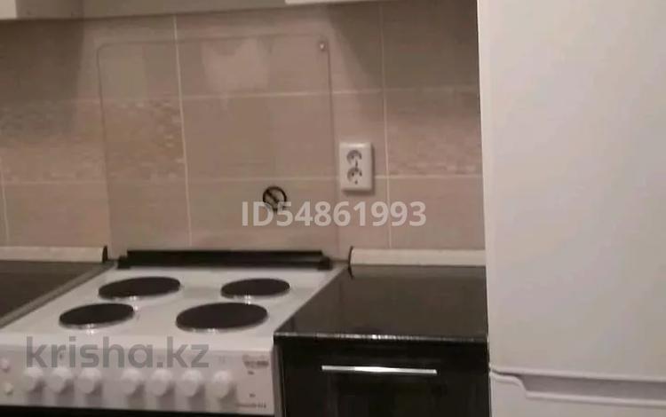 2-комнатная квартира, 56 м², 6/14 этаж помесячно, мкр Акбулак 53 за 150 000 〒 в Алматы, Алатауский р-н