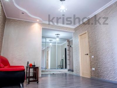 2-комнатная квартира, 80 м², 10/18 этаж посуточно, Кулманова 1Б за 13 000 〒 в Атырау — фото 2