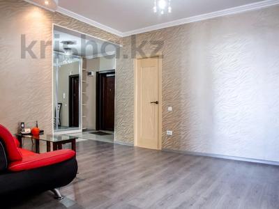 2-комнатная квартира, 80 м², 10/18 этаж посуточно, Кулманова 1Б за 13 000 〒 в Атырау — фото 3