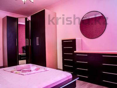 2-комнатная квартира, 80 м², 10/18 этаж посуточно, Кулманова 1Б за 13 000 〒 в Атырау — фото 9