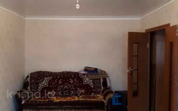 4-комнатная квартира, 87 м², 1/5 этаж, Камзина 26 за 8.7 млн 〒 в Аксу