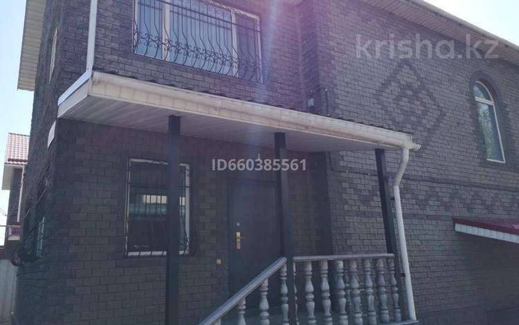 6-комнатный дом помесячно, 245 м², 4 сот., мкр АДК, Ахременко 45 за 450 000 〒 в Алматы, Алатауский р-н