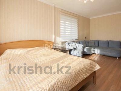 2-комнатная квартира, 74 м² посуточно, Достык 5 за 13 000 〒 в Нур-Султане (Астане), Есильский р-н