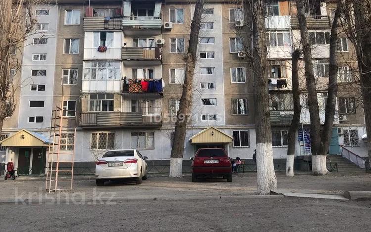 2-комнатная квартира, 43.9 м², 3/5 этаж, 6мкр 15 за ~ 9.2 млн 〒 в Таразе