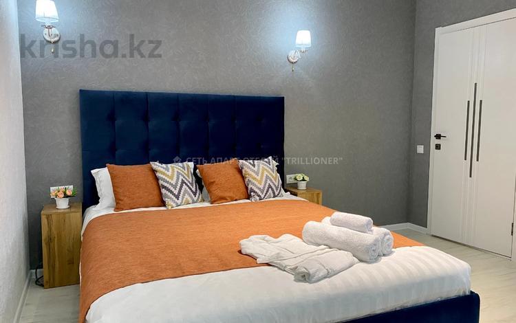 1-комнатная квартира, 35 м², 1/2 этаж посуточно, Байтурсынова 4 за 12 000 〒 в Актобе, мкр 12
