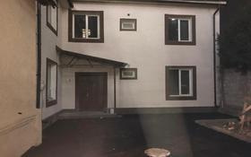 8-комнатный дом помесячно, 400 м², 8 сот., Кастеева — Бекхожина за 800 000 〒 в Алматы, Медеуский р-н
