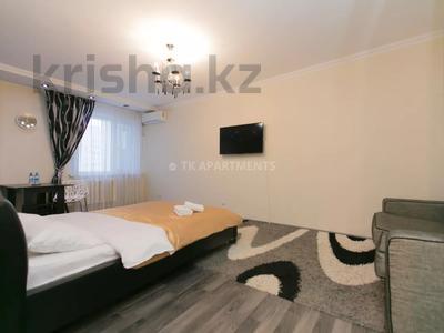 1-комнатная квартира, 45 м², 3/9 этаж посуточно, Сауран 2 — Достык за 10 000 〒 в Нур-Султане (Астана), Есиль р-н