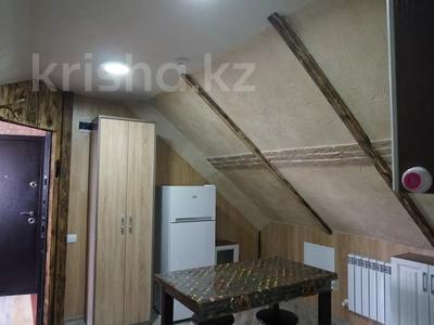 1-комнатная квартира, 48 м², 4/4 этаж посуточно, Ермекова за 7 000 〒 в Караганде, Казыбек би р-н — фото 2