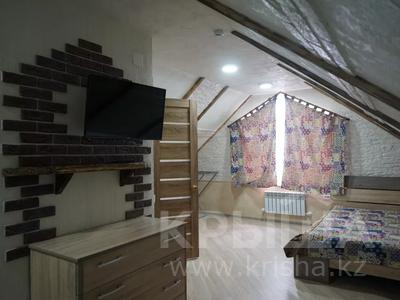 1-комнатная квартира, 48 м², 4/4 этаж посуточно, Ермекова за 7 000 〒 в Караганде, Казыбек би р-н — фото 4