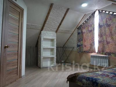 1-комнатная квартира, 48 м², 4/4 этаж посуточно, Ермекова за 7 000 〒 в Караганде, Казыбек би р-н — фото 8