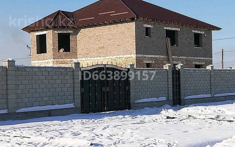 8-комнатный дом, 300 м², 12 сот., Мкр Восточный 2 — Есболатова между Дутова за 27 млн 〒 в Талдыкоргане