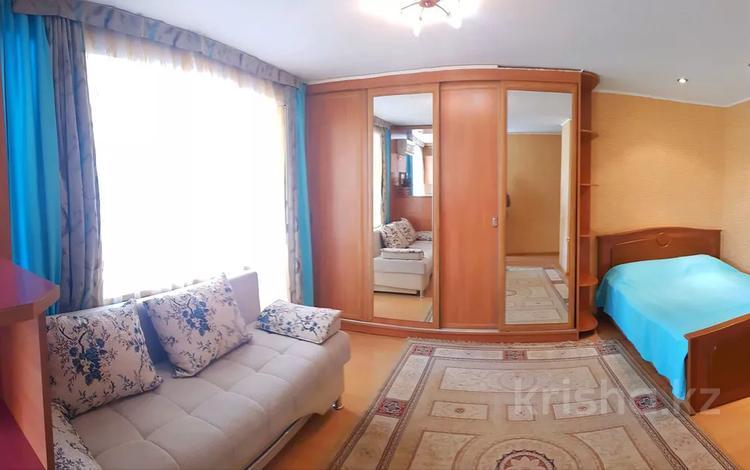 1-комнатная квартира, 33 м², 3/5 этаж посуточно, Ауэзова 24 за 7 000 〒 в Усть-Каменогорске