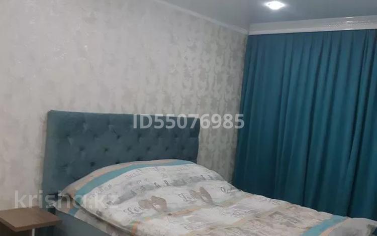 1-комнатная квартира, 35 м² по часам, Камзина 64 — Шевченко за 1 500 〒 в Павлодаре