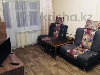 1-комнатная квартира, 45 м², 3/5 этаж посуточно, Ауэзова 49а за 6 000 〒 в Усть-Каменогорске — фото 2