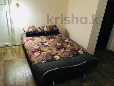 1-комнатная квартира, 45 м², 3/5 этаж посуточно, Ауэзова 49а за 6 000 〒 в Усть-Каменогорске — фото 3