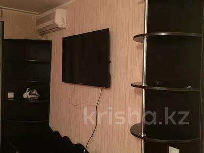 1-комнатная квартира, 38 м², 2/4 этаж посуточно, Аибергенова 8 — Республики за 7 000 〒 в Шымкенте, Аль-Фарабийский р-н — фото 3