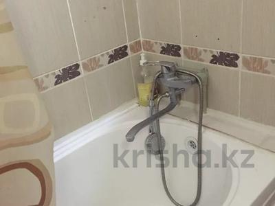 1-комнатная квартира, 38 м², 2/4 этаж посуточно, Аибергенова 8 — Республики за 7 000 〒 в Шымкенте, Аль-Фарабийский р-н — фото 5