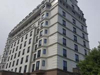 Здание, площадью 11000 м²
