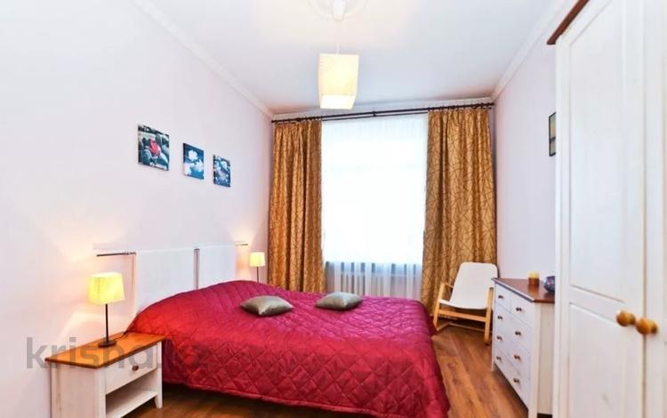 3-комнатная квартира, 100 м², 9 этаж посуточно, Каблукова 264/6 за 17 000 〒 в Алматы, Бостандыкский р-н