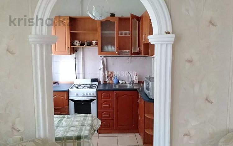 3-комнатная квартира, 60 м², 2/5 этаж посуточно, проспект Алии Молдагуловой 12 за 6 000 〒 в Актобе