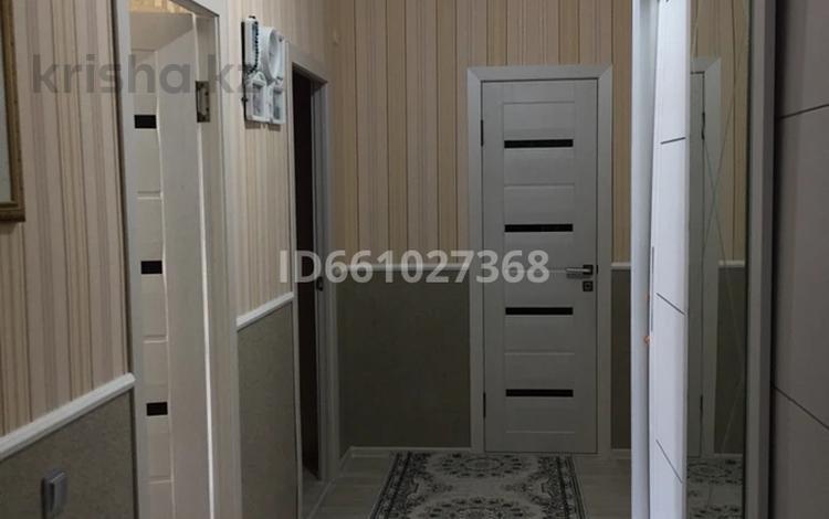 2-комнатная квартира, 68 м², 1/4 этаж, мкр Нурсая 10 за 15 млн 〒 в Атырау, мкр Нурсая