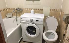 2-комнатная квартира, 49 м², 3 этаж посуточно, Азаттык 57 — Махамбета за 8 000 〒 в Атырау