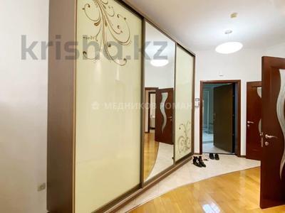 2-комнатная квартира, 93 м², 12/30 этаж помесячно, Аль-Фараби 7 — Козыбаева за 330 000 〒 в Алматы, Бостандыкский р-н