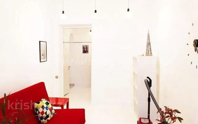 2-комнатная квартира, 65 м², 3/3 этаж помесячно, проспект Абылай Хана — Шевченко за 280 000 〒 в Алматы, Алмалинский р-н