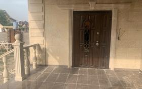 6-комнатный дом, 440 м², 10 сот., мкр Городской Аэропорт за 95 млн 〒 в Караганде, Казыбек би р-н