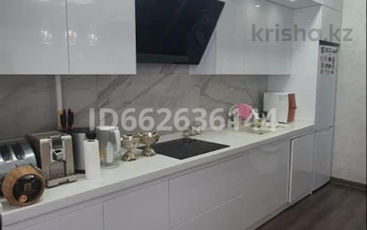 3-комнатная квартира, 108 м², 10/13 этаж, 17-й мкр 7 за 37 млн 〒 в Актау, 17-й мкр