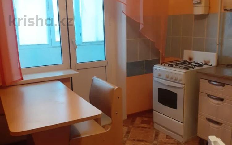 1-комнатная квартира, 37 м², 1/10 этаж, мкр Кунаева, Мкр Кунаева 68 за 11 млн 〒 в Уральске, мкр Кунаева