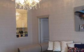 2-комнатная квартира, 70 м², 3/12 этаж посуточно, Сыганак 10 — Сауран за 8 000 〒 в Нур-Султане (Астана), Есиль р-н