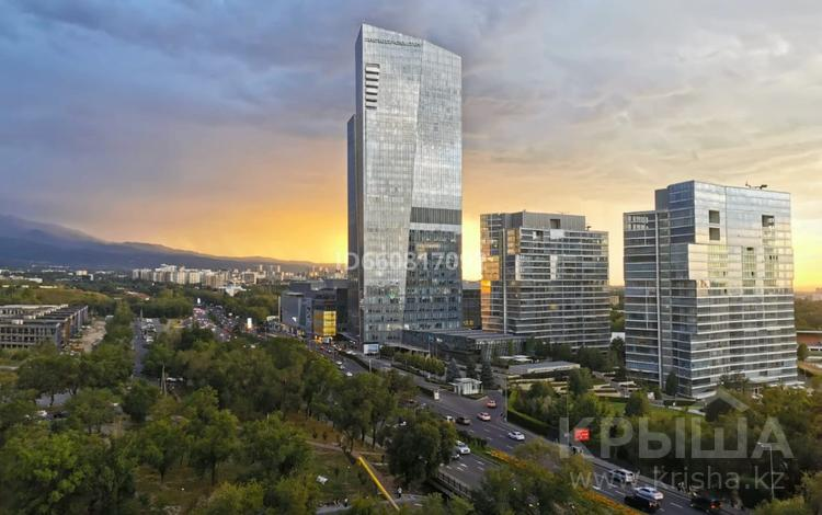 3-комнатная квартира, 160 м², 9/10 этаж помесячно, проспект Аль-Фараби 110Е за 490 000 〒 в Алматы, Медеуский р-н