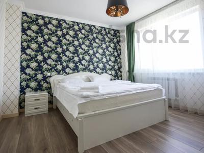 2-комнатная квартира, 60 м², 7/18 этаж посуточно, Сауран 10Б — Алматы за 11 000 〒 в Нур-Султане (Астане), Есильский р-н