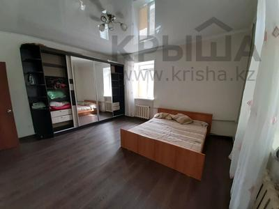 2-комнатная квартира, 70 м², 1 этаж посуточно, Караменде би — Мира за 6 000 〒 в Балхаше — фото 3