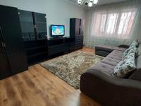 2-комнатная квартира, 60 м², 2 этаж посуточно, Тауке-Хана 14 за 12 000 〒 в Шымкенте, Аль-Фарабийский р-н