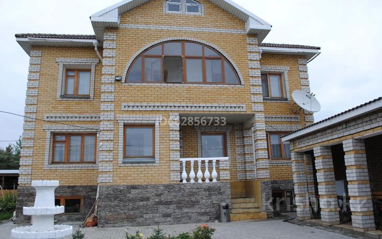 11-комнатный дом, 400 м², 7 сот., Абая за 51 млн 〒 в Семее
