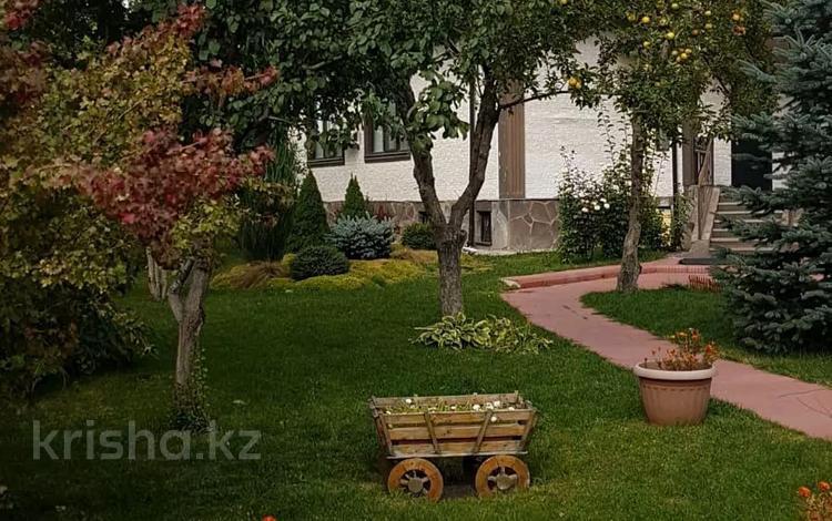 6-комнатный дом помесячно, 250 м², 15 сот., мкр Нурлытау (Энергетик) за 800 000 〒 в Алматы, Бостандыкский р-н
