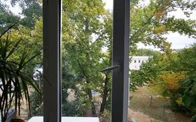 2-комнатная квартира, 45 м², 3/5 этаж, мкр Строитель — Абулхаир Хана за 14 млн 〒 в Уральске, мкр Строитель