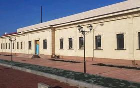 Здание, площадью 1400 м², Привокзальная площадь 3 за 250 млн 〒 в Семее