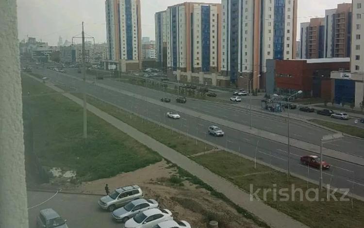 1-комнатная квартира, 52 м², 3/9 этаж помесячно, Кургальджинское шоссе 20 б — Бейсековой за 100 000 〒 в Нур-Султане (Астана), Есиль р-н